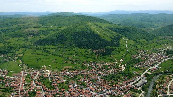 Piramida Bosnia, Bukit Kontroversial yang Diklaim Buatan Manusia hingga Punya Kekuatan Mistis