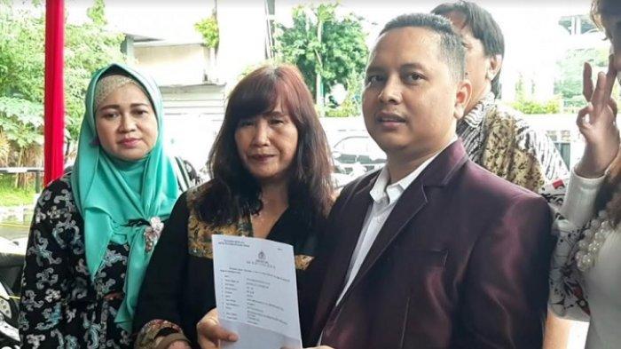 Pitra Romadoni (jas merah) di Polda Metro Jaya, Semanggi, Jakarta Selatan, Minggu (8/11/2020).
