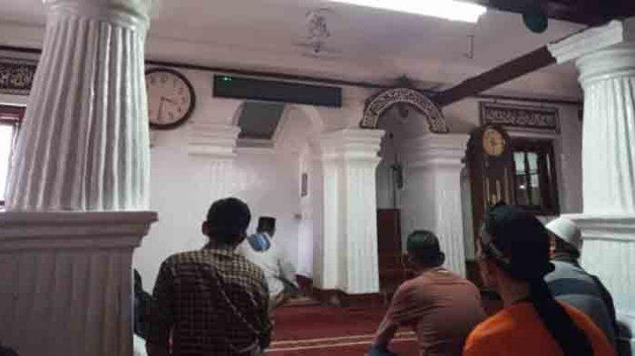 Masjid Al-Alam, Marunda, Jakarta Utara  atau dikenal dengan Masjid si Pitung