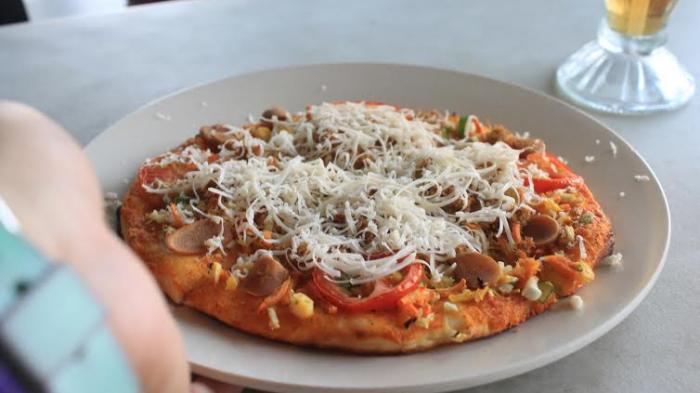Sama-sama Bertabur Sosis, Sayuran dan Keju, Ini Ciri Khas Rasa Pizza Andaliman Asal Toba Samosir