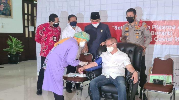 Kapolresta Malang Kota dan Puluhan Anggotanya Ikut Partisipasi Donor Plasma Konvalesen