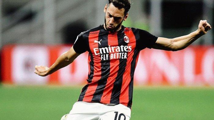 HASIL BABAK PERTAMA AC Milan vs Sassuolo Liga Italia: Calhanoglu Bawa Rossoneri Unggul 1-0