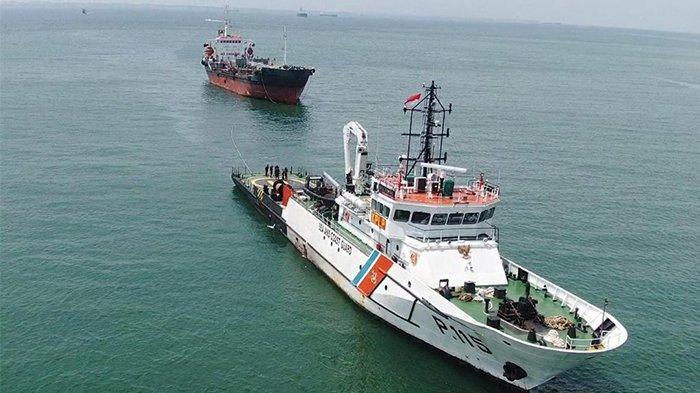 Aksi SAR Kapal Patroli PLP Tanjung Uban Evakuasi Kapal Mongolia Yang Alami Kerusakan Mesin