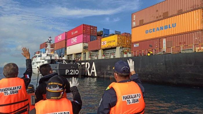 Aksi Cepat Kesatuan Penjaga Laut dan Pantai Selamatkan Dua Kapal Yang Tubrukan