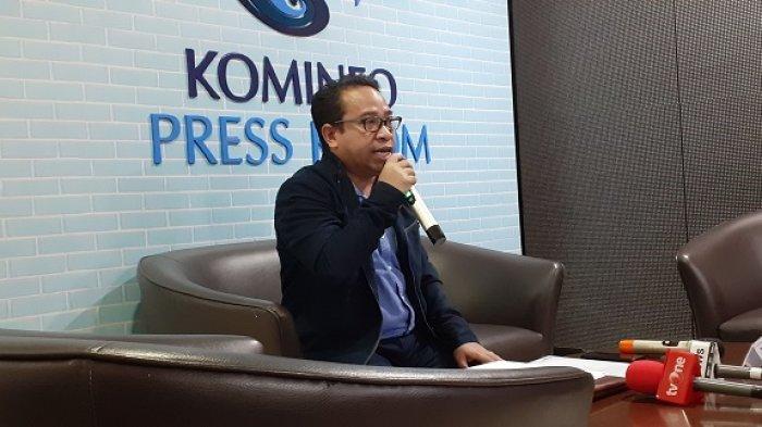 Plt Kepala Biro Humas Kemkominfo Ferdinandus Setu saat konferensi pers di kantor Kementerian Komunikasi dan Informatika (Kominfo) di Jalan Medan Merdeka Barat, Jakarta Pusat, Rabu (24/7/2019).