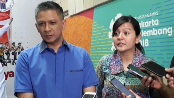 Plt Ketum PSSI Iwan Budianto bersama Sekjen PSSI Ratu Tisha saat ditemui di Kemenpora, Senayan, Jakarta, Selasa (29/10/2019).