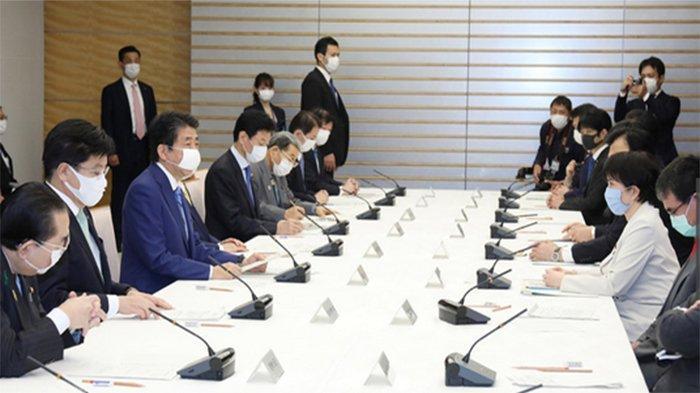 Besok Pemerintah Jepang Distribusikan Jutaan Masker, Pakaian Medis Hingga Pelindung Wajah ke 7 Kota