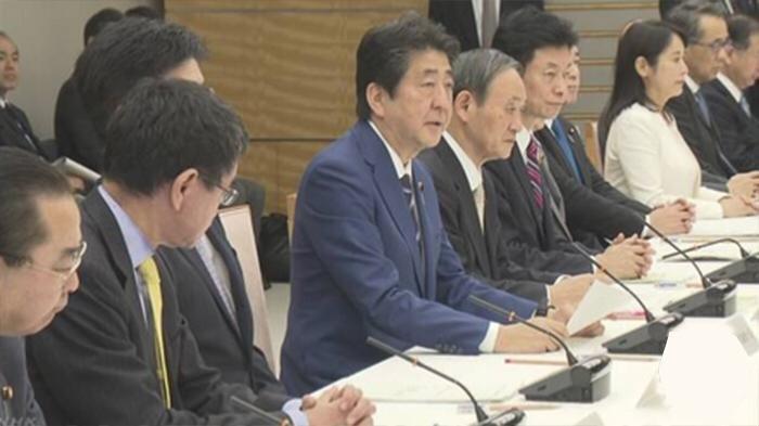PM Jepang Shinzo Abe saat rapat koalisi darurat Selasa (10/3/2020) di kantor PM Jepang