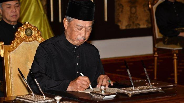 Muhyiddin Yassin, Perdana Menteri Malaysia ke-8 dilantik dan diambil sumpah jabatannya, Minggu (1/3/2020). PM Malaysia ini mengumumkan lockdown negaranya selama 2 minggu.
