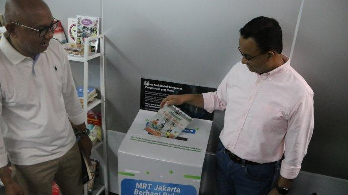 Pojok Baca di Stasiun MRT, Penumpang Bisa Baca Sambil OTW Ngantor!