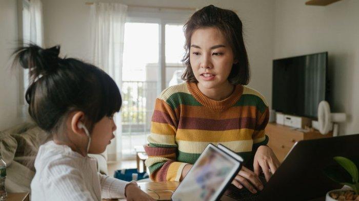 Ketahui Tanda Pola Asuh Otoriter, Salah Satunya Suka Menuntut Anak