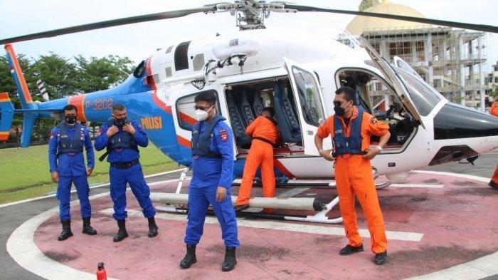 Polda Kalbar kerahkan helikopter Polri Bell 429 guna membantu upaya pencarian korban kapal tenggelam di Perairan Kalbar, Kamis 22 Juli 2021.