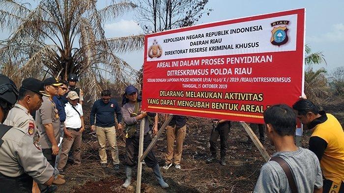 Polda Riau menyegel dua blok lahan PT Teso Indah yang berlokasi di Desa Rantau Bakung, Kecamatan Rengat Barat, Kabupaten Indragiri Hulu (Inhu).