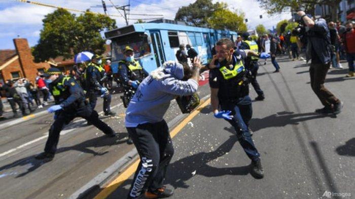Polisi Bentrok dengan Pengunjuk Rasa Anti-Lockdown di Australia, 267 Demonstran Ditangkap