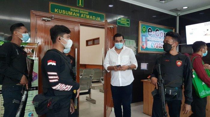 Sidang Vonis John Kei di Pengadilan Negeri Jakarta Barat Dijaga Polisi Bersenjata Api