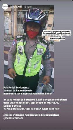 Polisi di Semarang bernama Sukiswanto menjadi viral ketika membelikan bensin pengendara mobil yang macet di jalan. Kekeh tak mau dibayar.