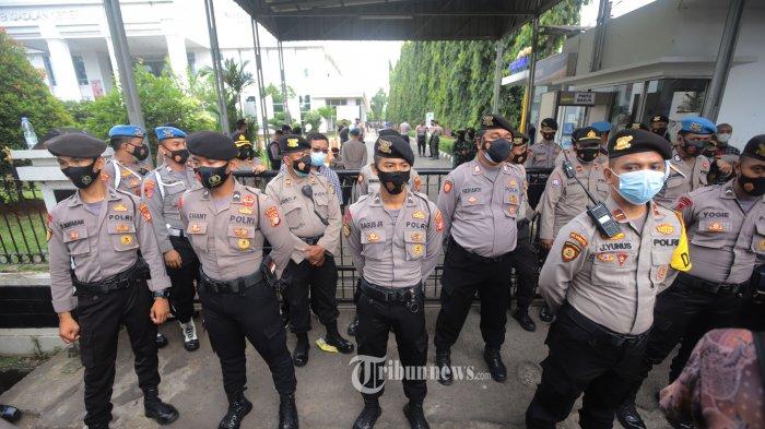 Cegah Kerumunan, 1.460 Personel Polisi Bakal Disiagakan Saat Pengamanan Sidang Rizieq Shihab