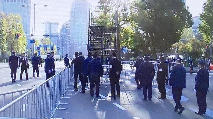 Para polisi sudah mulai bersiap-siap sejak jam 7 Minggu (10/11/2019) guna melancarkan persiapan Parade Perayaan Kaisar Baru Jepang.