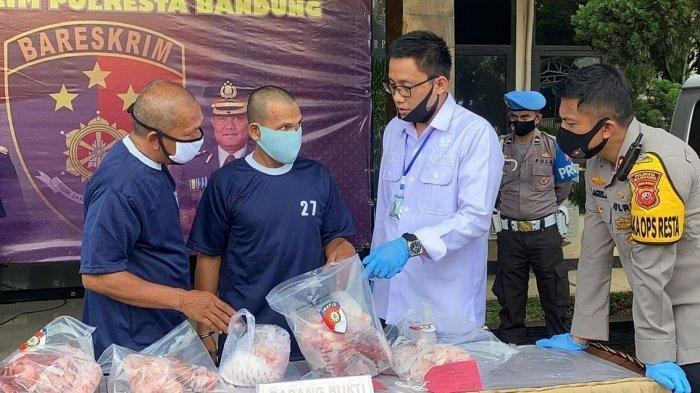 Polisi menangkap pedagang daging babi yang diserupakan dengan daging sapi di Bandung..
