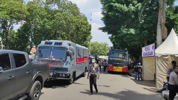 Amankan Sidang Rizieq Shihab di PN Jaktim, Polisi Kerahkan Sejumlah Kendaraan Taktis