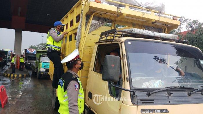 Polri: 23.573 Kendaraan Diminta Putar Balik pada Hari Pertama Operasi Pelarangan Mudik
