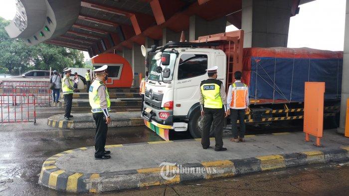 Hari Pertama Larangan Mudik di GT Cikupa dan Cikarang Barat, 1.456 Kendaraan Diminta Putar Balik