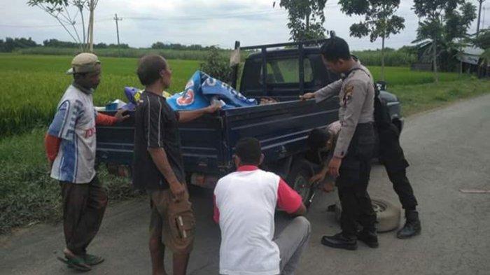 Polisi di Rembang Jadi Pekerja Sosial, Montir Dadakan Hingga Bagikan Sembako untuk Warga Tak Mampu