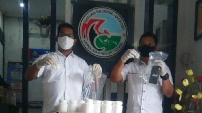 Digerebek Polisi, Bandar Narkoba di Kediri Nekat Loncat Pagar Setinggi 3 Meter hingga Kaki Terkilir