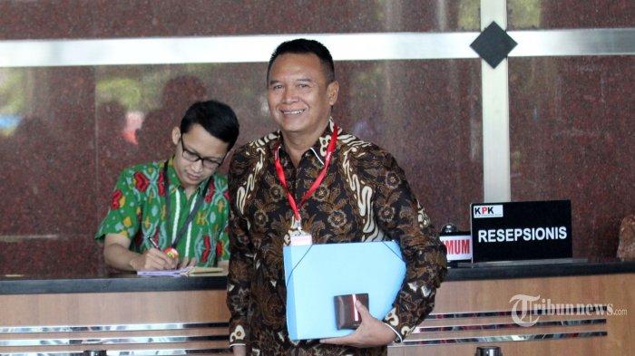 Anggota Komisi I DPR TB Hasanuddin tiba untuk menjalani pemeriksaan di gedung KPK, Jakarta, Kamis (5/7/2018).