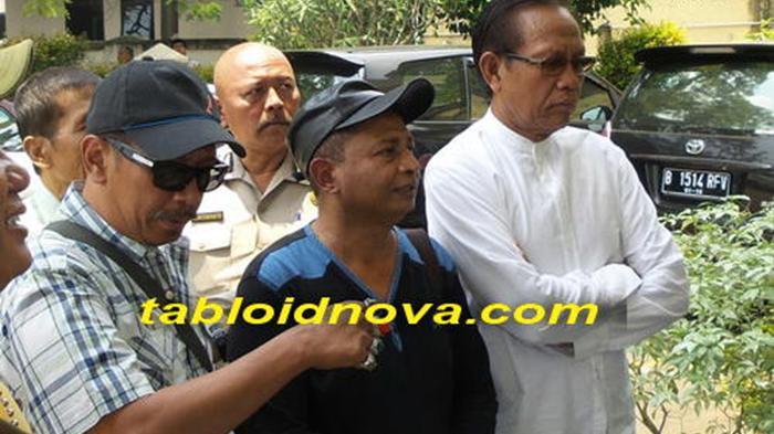 PELAWAK SRIMULAT - Polo, Kadir dan Tarzan hadir dalam persidangan Tessy di Pengadilan Negeri Bekasi, Rabu (18/3/2015).