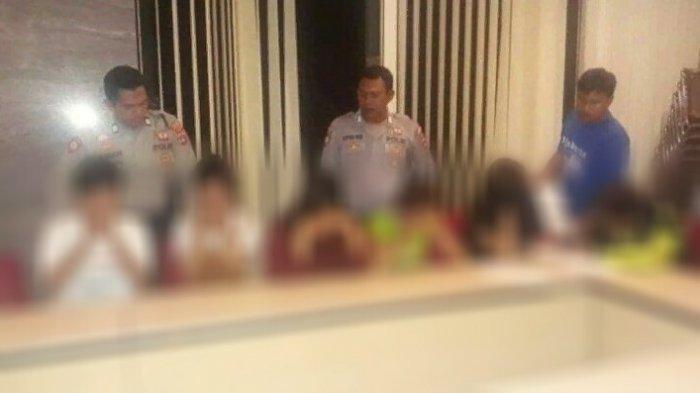 Enam orang diamankan oleh Satuan Sabhara Polres Banjarbaru, yang dipimpin Aiptu Isman terkait kasus prostitusi online, berinisial, Rr, ST, DL, dan MY, juga dua laki-laki AB dan CD.