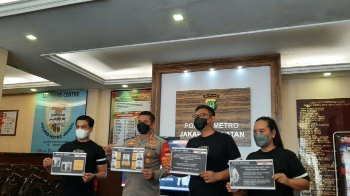 Polres Metro Jakarta Selatan menggelar jumpa pers pengungkapan kasus prostitusi online yang melibatkan anak di bawah umur di Apartemen Kalibata City, Pancoran, Jakarta Selatan, Rabu (13/10/2021).