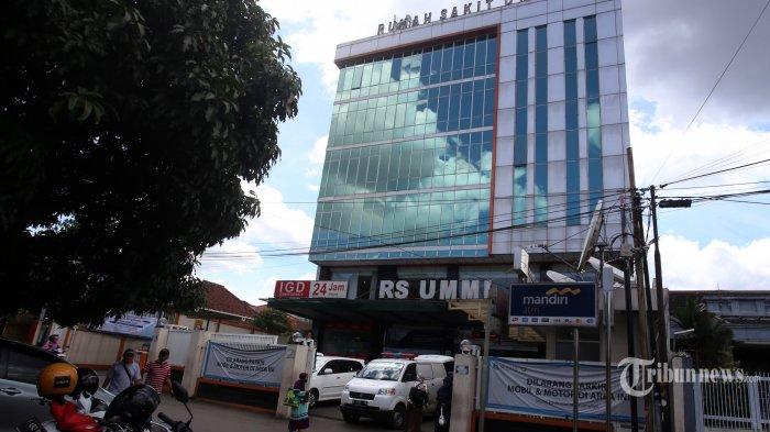 Warga bejalan didepan RS Ummi, Bogor, Jawa Barat, Rabu (2/12/2020). Polresta Bogor melanjutkan penyelidikan laporan satgas Covid-19 terhadap RS Ummi terkait hasil swab Habib Rizieq Shihab. Salah satunya memeriksa 3 Dokter yang menganggani perawatan HRS. Warta Kota/Angga Bhagya Nugraha