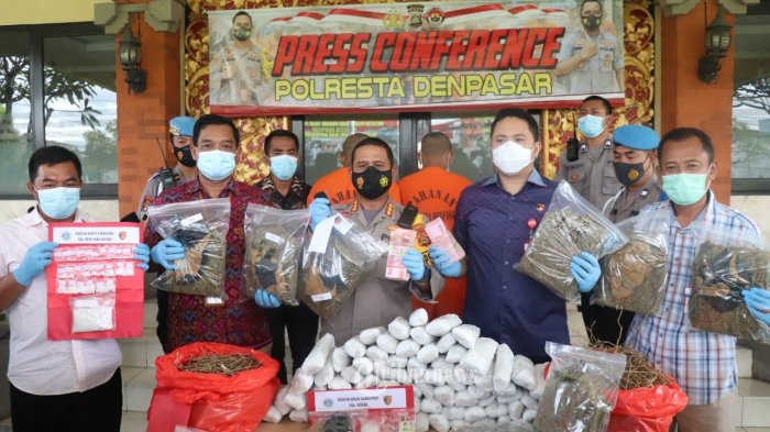 Polresta Denpasar Tangkap 2 Bandar Narkoba Sita 30 Kg Ganja dan Uang Rp 227 Juta