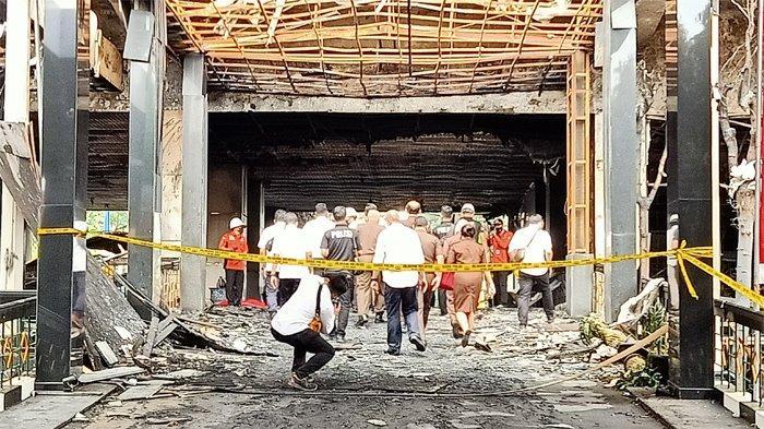 Direktorat Tindak Pidana Umum Bareskrim Polri bersama Polda Metro Jaya melakukan Olah Tempat Kejadian Perkara (TKP) di Gedung Utama Kejaksaan Agung RI, Jakarta Selatan, yang terbakar pada Sabtu (22/8/2020).