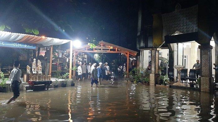 Ponpes Assyifa Bojonggede Bogor Diterjang Banjir, Perpisahan Santri Tetap Berjalan