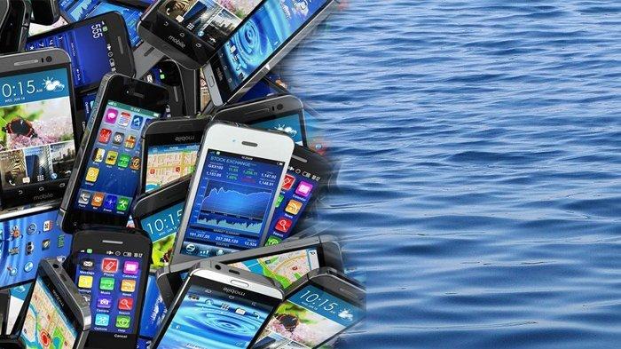 Ratusan Smartphone, Mulai Xiomi Hingga iPhone Mengapung di Perairan Teluk Limau