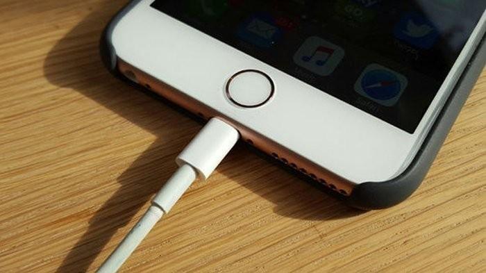 Agar Baterai Tak Cepat Habis, Ini Tips Nge-Charge Smartphone yang Benar