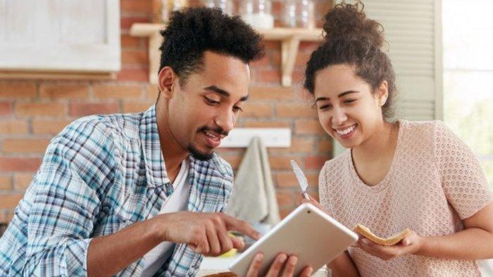 Catat! Ini 3 Hal yang Bisa Membuat Pasangan Tetap Tertarik dengan Kita