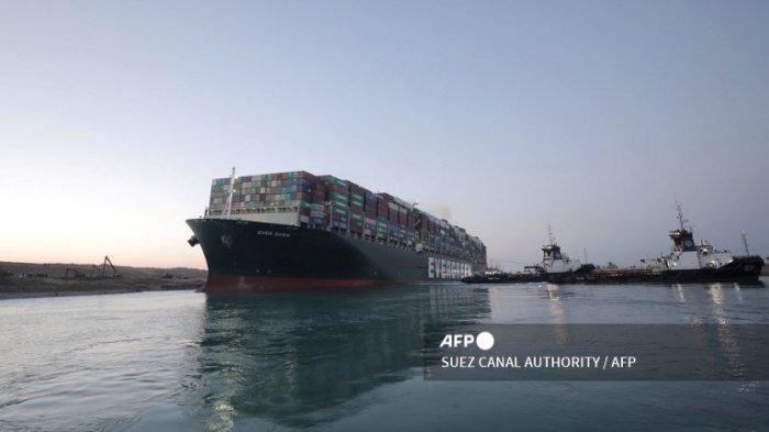 Kapal Tunda Bantu Evakuasi Kapal Kontainer Ever Given yang Terjebak di Terusan Suez