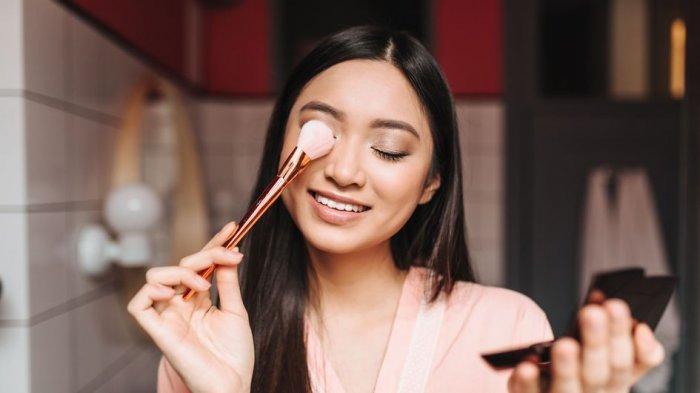 Manfaat Memakai Eye Primer sebelum Makeup, Salah Satunya Meratakan Warna Kulit