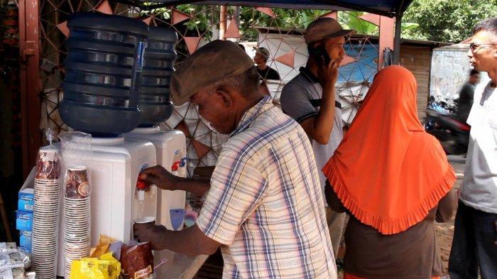 Posko Dapur Air Human Initiative Bagi Warga Terdampak Banjir