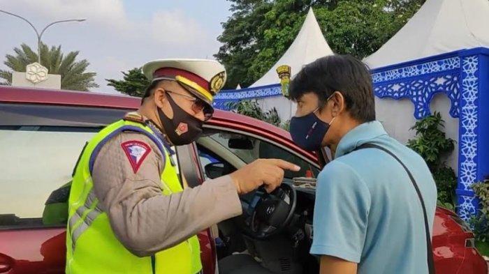 Berdalih Antar Parsel, Mobil Pemudik Diminta Putar Balik di Posko Jatiuwung Tangerang