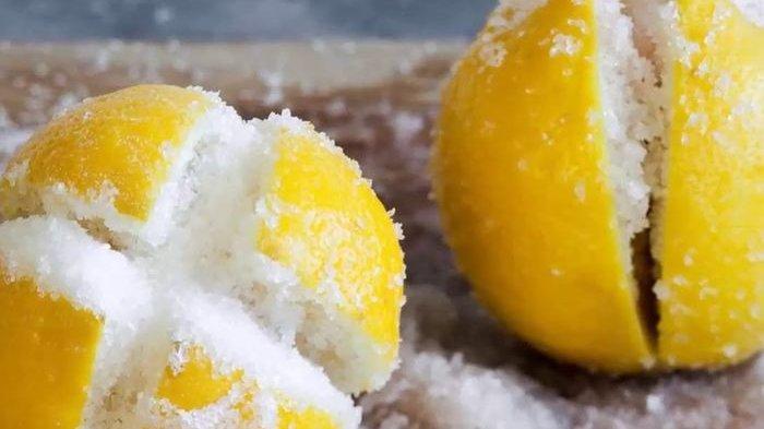 Coba Potong Lemon Jadi 4 Bagian Lalu Isi Dengan Garam, Letakkan di Dapur dan Rasakan Hasilnya