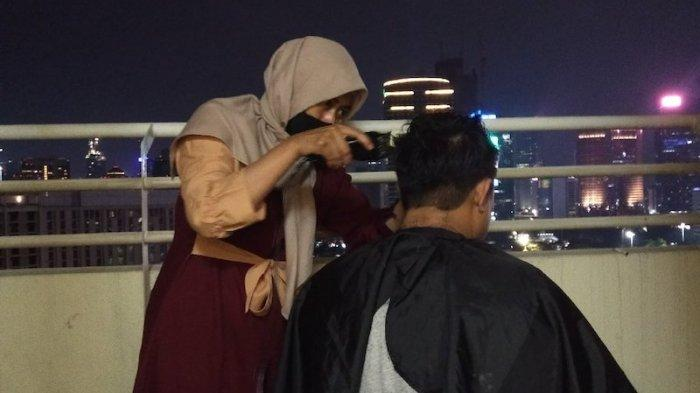 Jeritan Yanti Tukang Pangkas Rambut Hidup di Jakarta Disaat Pandemi Corona