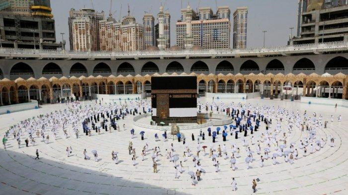 Potret Pelaksanaan Ibadah Haji 2020 di Tengah Pandemi Covid-19, Jamaah Tawaf Qudum dengan Berjarak