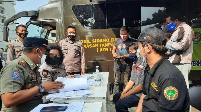 Langgar PPKM Darurat, Perusahaan di MM2100 Disegel, Pemilik Rumah Makan Jalani Sidang Ditempat