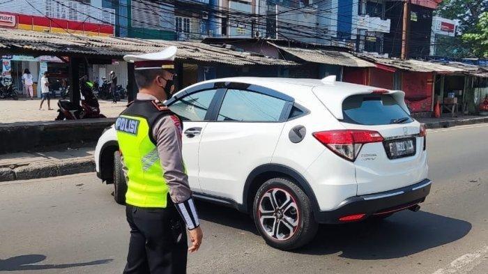 Hari Pertama PPKM Darurat di Depok, Ratusan Kendaraaan Diminta Putar Balik