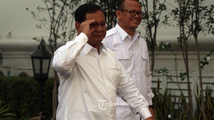 PRABOWO DATANG KE ISTANA KEPRESIDENAN---Ketua Umum Partai Gerindra Prabowo Subianto (kiri) didampingi Wakil Ketua Umum Edhy Prabowo usai bertemu Prisiden Joko Widodo di kompleks Istana Kepresidenan, Gambir, Jakarta Pusat, Senin (21/10/2019). Menurut Presiden Joko Widodo akan memperkenalkan jajaran kabinet barunya usai dilantik Minggu (20/10/2019) kemarin untuk masa jabatan keduanya bersama Wapres Ma'ruf Amin periode tahun 2019-2024.--Warta Kota/henry lopulalan
