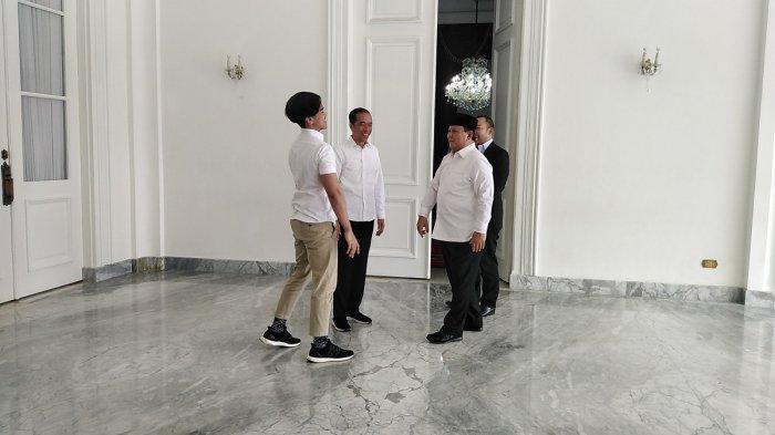 Pertemuan Menteri Pertahanan Prabowo Subianto bersama putranya, Didit, dengan Presiden Joko Widodo di Gedung Agung, Istana Yogyakarta, Rabu (1/1/2020).